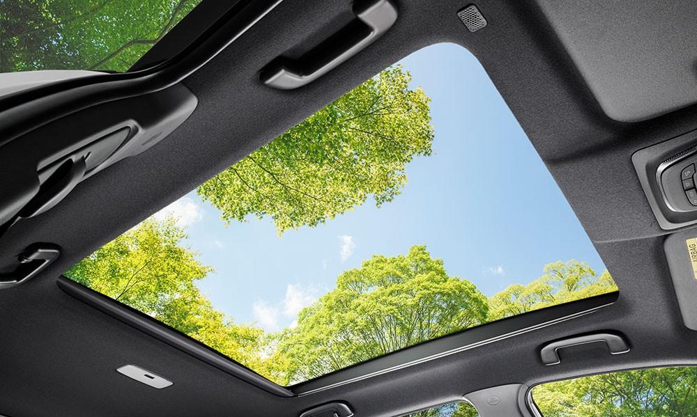 Cửa sổ trời của Toyota Corolla Cross 2021