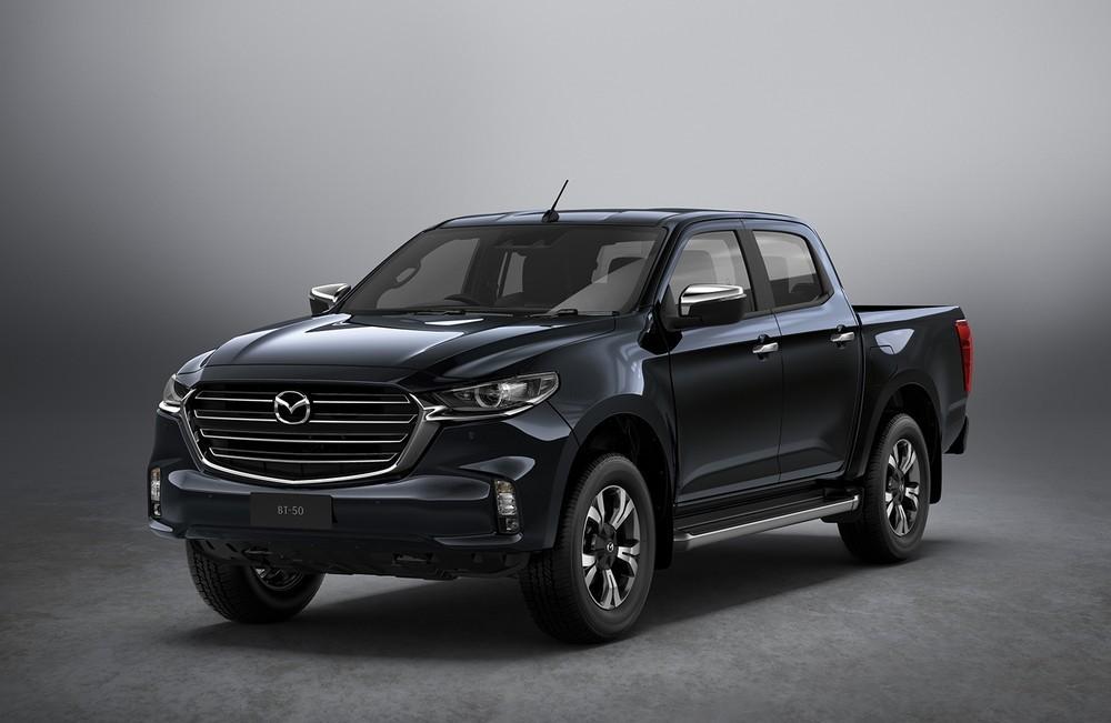 Mazda BT-50 2021 thuộc thế hệ mới, phát triển dựa trên cơ sở gầm bệ và động cơ dầu 1.9L của Isuzu D-Max 2021.
