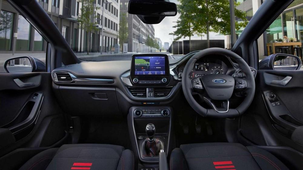 Ford Fiesta Van 2022 có màn hình trung tâm 8 inch