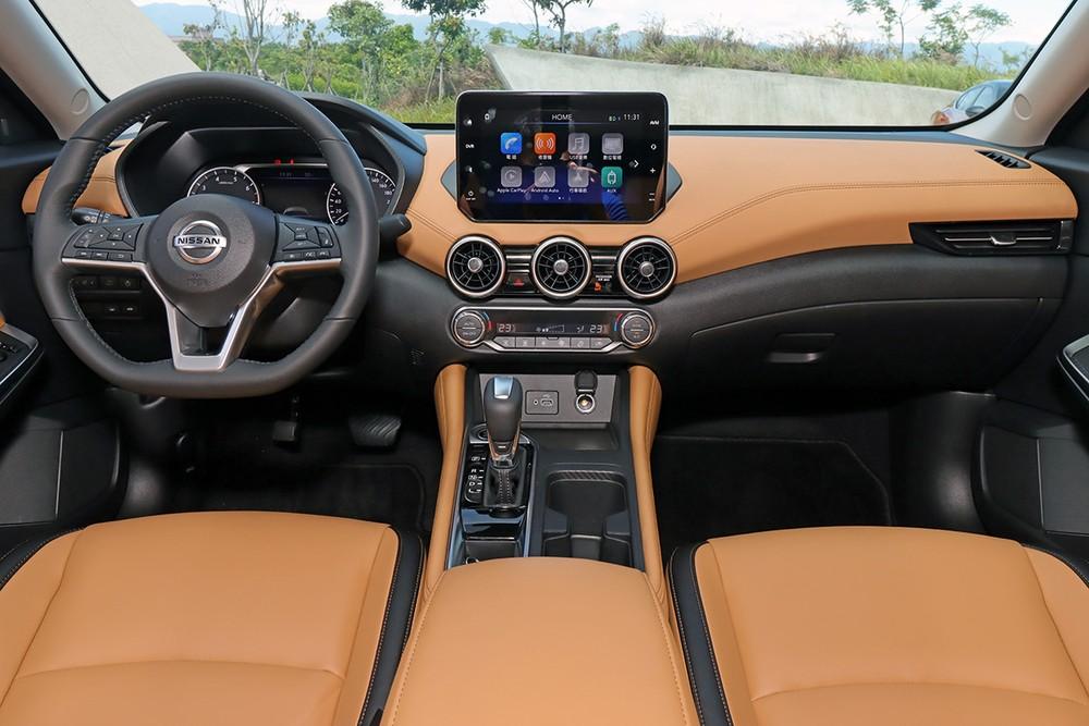 Nội thất của Nissan Sylphy 2022 phiên bản dùng động cơ xăng thông thường
