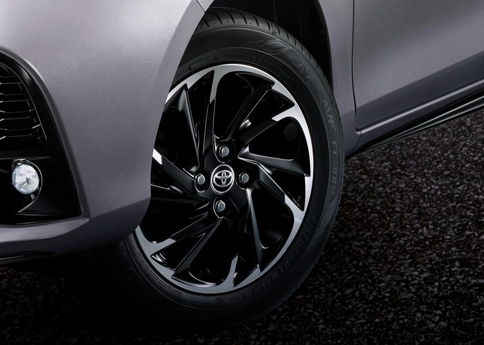 Vành hợp kim 15 inch phối 2 màu của Toyota Yaris 2021