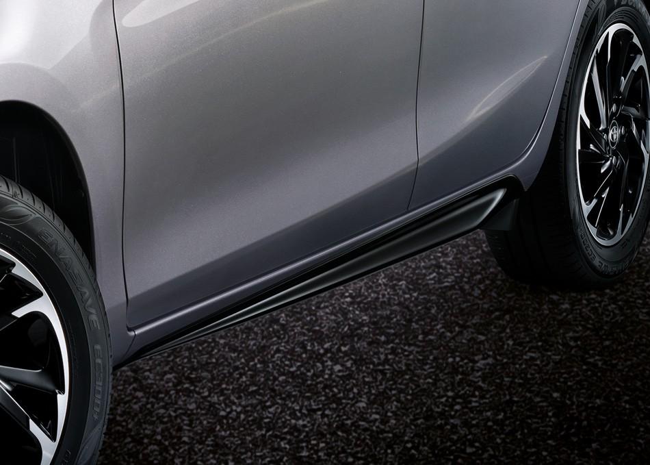 Cánh lướt gió bên sườn của Toyota Yaris 2021