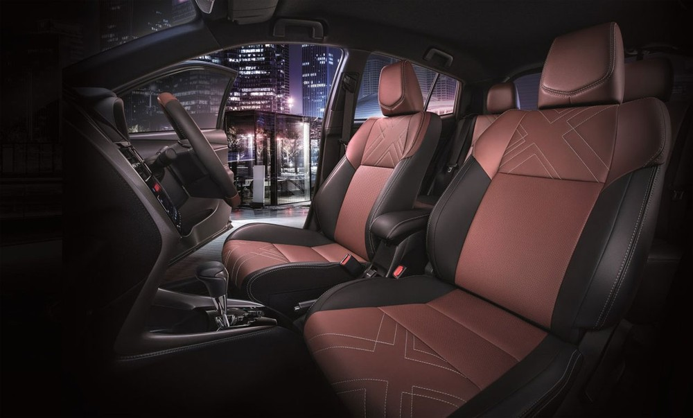 Ghế phối màu đỏ Terra Rossa - đen của Toyota Yaris 2021