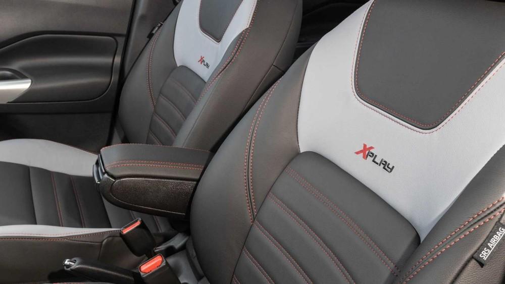Logo XPlay trên ghế của Nissan Kicks XPlay 2022