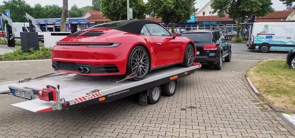 Đại gia lan đột biến tỉnh Bình Phước chia sẻ Porsche 911 Carrera S Cabriolet 2021 lúc còn ở nước ngoài vào tháng 5 đầu năm nay