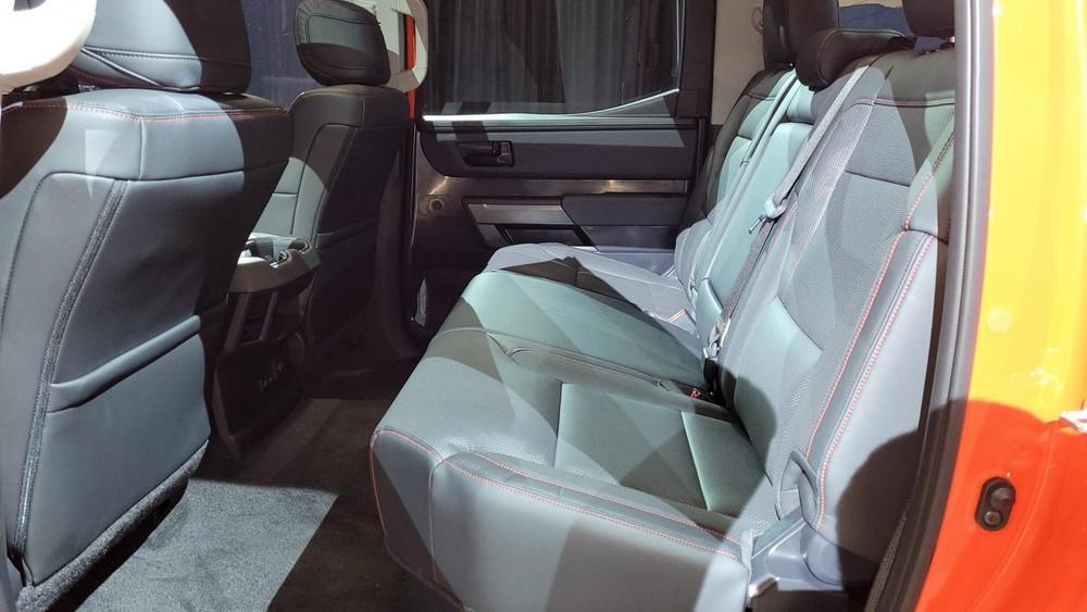 Hàng ghế sau rộng rãi của Toyota Tundra TRD Pro 2022