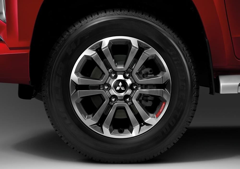 Vành 18 inch của Mitsubishi Triton Passion Red Edition 2021