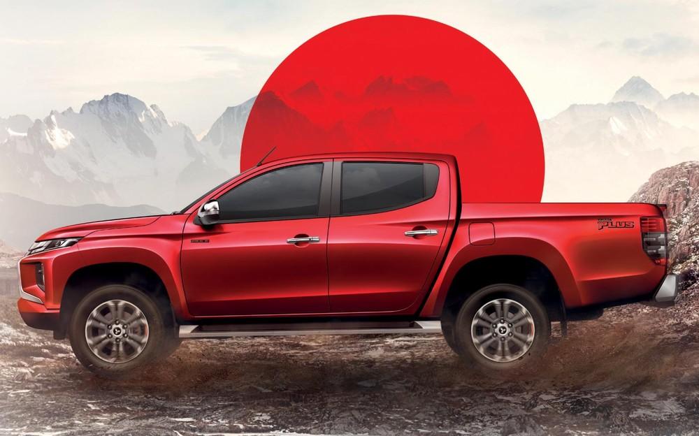 Mitsubishi Triton Passion Red Edition 2021 có logo riêng trên cửa