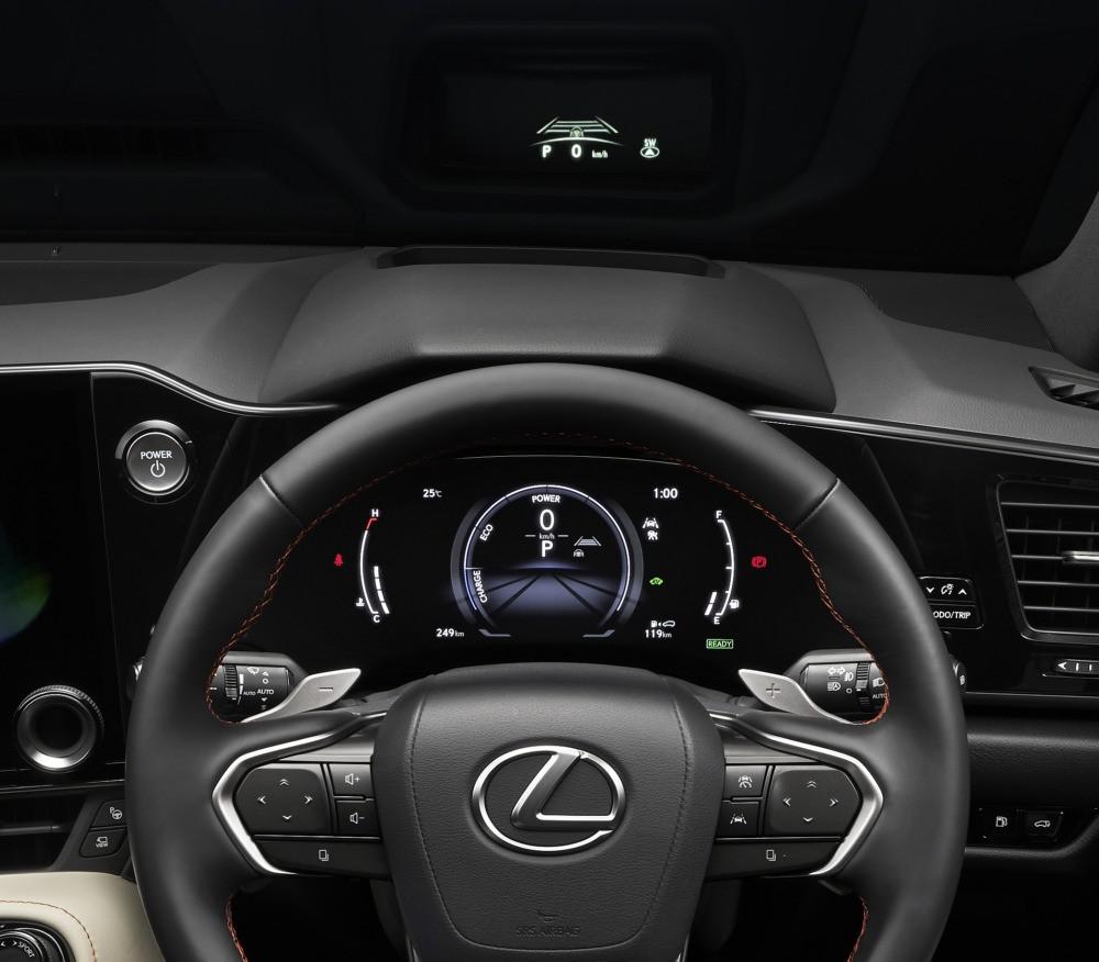 Vô lăng mới và màn hình HUD của Lexus NX 2022