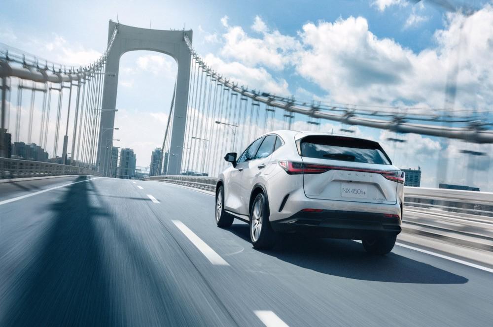 NX450h+ 2022 là xe plug-in hybrid đầu tiên của Lexus
