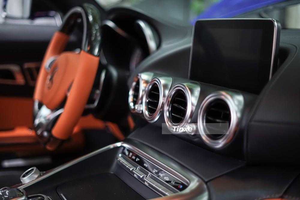 Quá trình làm đẹp cho Mercedes-AMG GT S mất nhiều tháng trời vì ảnh hưởng dịch Covid-19