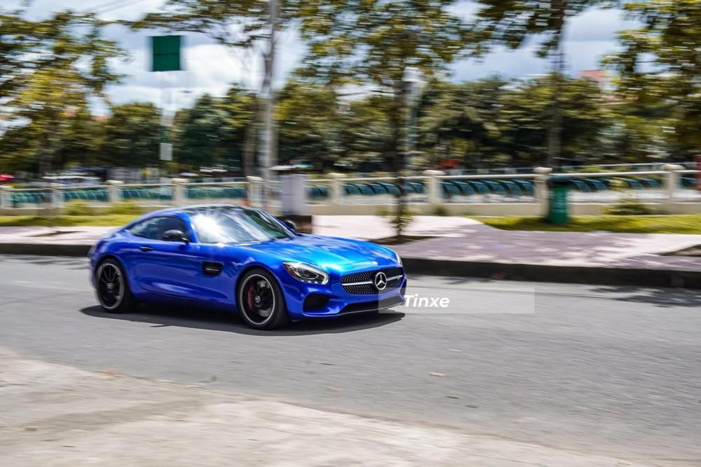 Mercedes-AMG GT S trên đường phố Sài thành