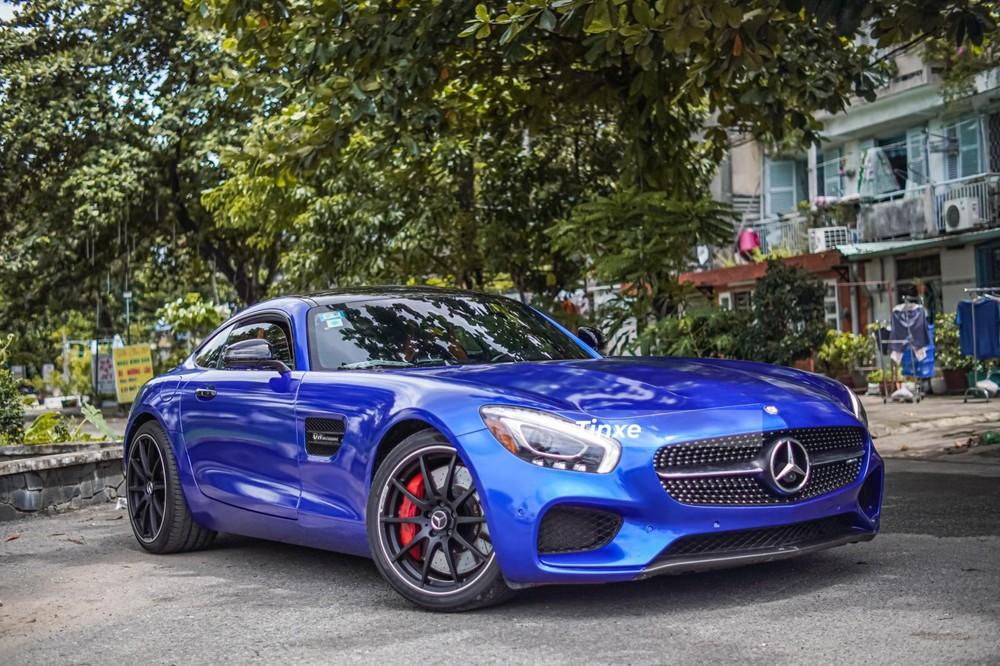 Nguyên bản chiếc xe này có màu đỏ nhưng nay đã được chủ nhân thay áo sang màu Brilliant Blue Metallic