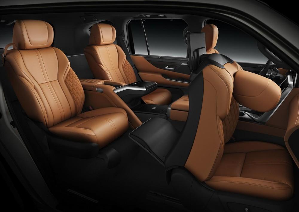 Ghế phụ lái của Lexus LX600 Ultra Luxury 2022 có thể dịch lên trên, ngả về trước và gập tựa đầu ghế