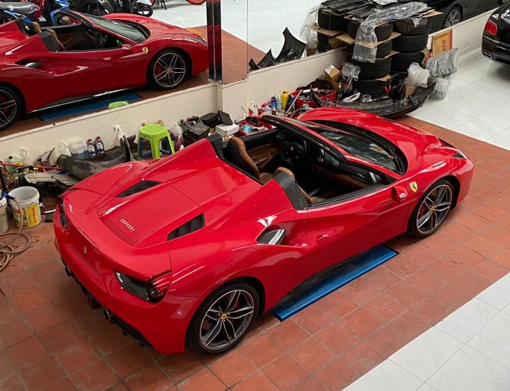 Siêu xe mui trần Ferrari 488 Spider chuẩn bị gắn ống xả độ Ryft