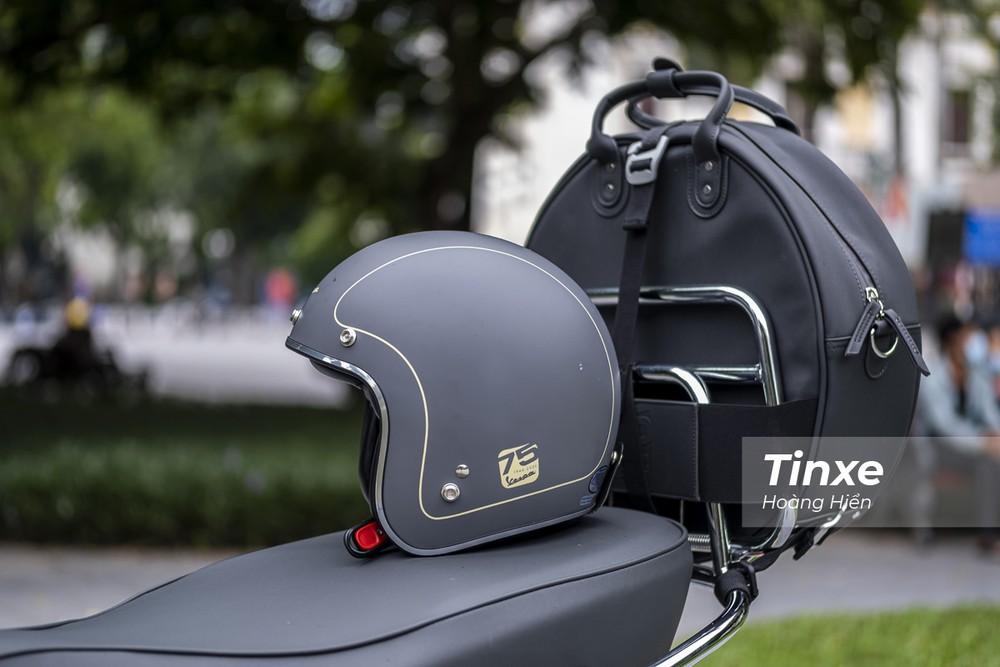 Ngoài ra còn có mũ bảo hiểm bản kỷ niệm 75 năm được thiết kế riêng.
