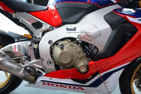 Trái tim của Honda CBR1000RR FireBlade SP 2018 là khốiđộng cơ DOHC, 4 xy-lanh thẳng hàng, dung tích 1.000 phân khối