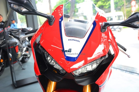Hãng Honda cònbổ sung thêm tính năng hệ thống chống bó cứng phanh ABS khi ôm cua