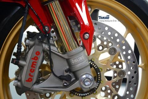 So vớibản tiêu chuẩn,Honda CBR1000RR FireBlade SP 2018được trang bị hàng loạtđồ chơiđắt giá có thể kểđến như phuộc trước hànhtrìnhngượcmàu vàng của Ohlins vớitên gọi S-EC NIX 30.