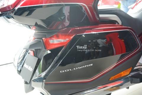 Honda Gold Wing 2018được trang bịđến 3 thùngđựngđồ có dung tích khá lớn, các thùngđồ nàyđềuđược hãng Honda trang bị giảm chấn.