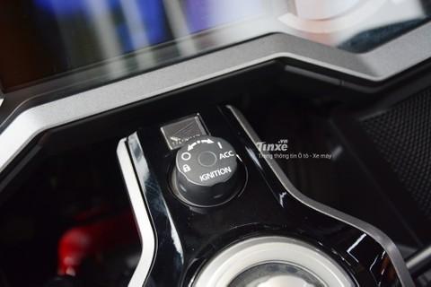 Honda Gold Wing 2018 còn được trang bị chìa khóa thông minh Smartkey,chế độ ga tự động Cruise Control,tay ga điện tử và còn cóhệ thống âm thanh chất lượng cao.