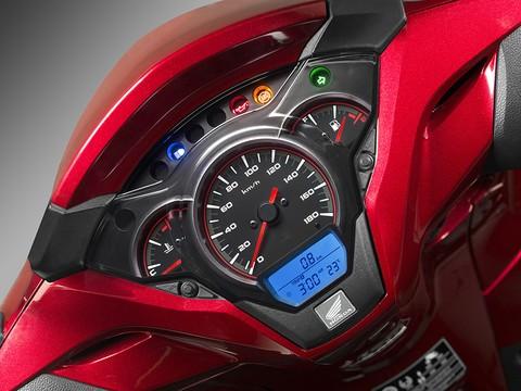 Honda SH 300i 2018 được trang bị thêm cảm biến nhiệt nhằm thông báo nhiệt độ môi trường cho người dùng