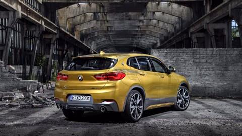 Phía sau của BMW X2 khá bắt mắt với cản sau thể thao. đèn hậu LED và đuôi gió.