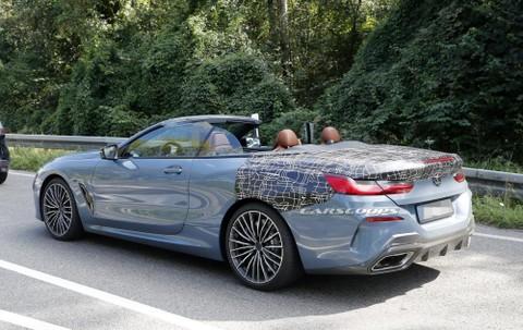 Chiếc BMW 8-Series Convertible 2019 có cả cánh gió nhỏ ở phía sau