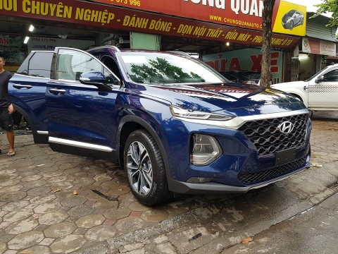 """Hyundai Santa Fe 2019 """"thả dáng"""" trên phố Hà Nội khiêu khích người dùng"""