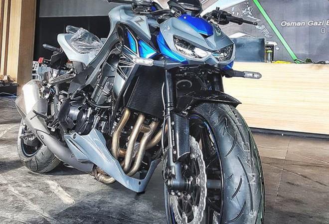 Khối động cơ 4 xi lanh trên chiếc Z1000 ABS 2018 màu mới