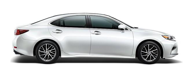 Mẫu Lexus ES màu trắng