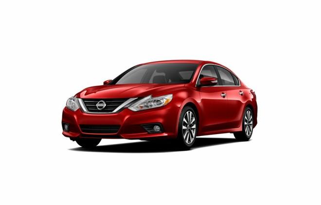 Mẫu Nissan Teana màu đỏ