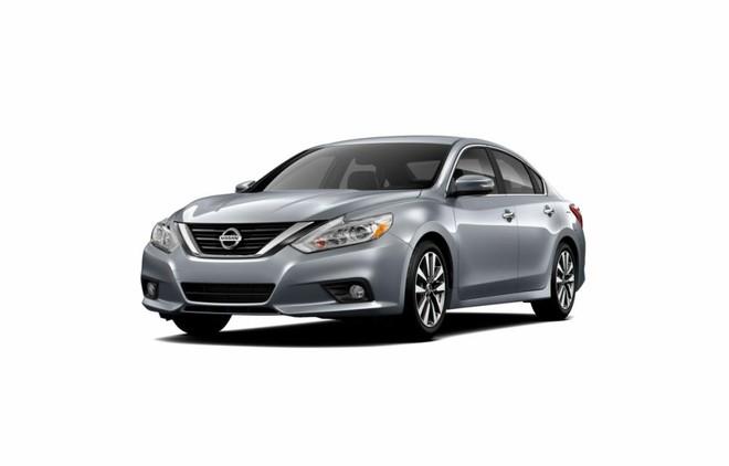 Mẫu Nissan Teana màu bạc