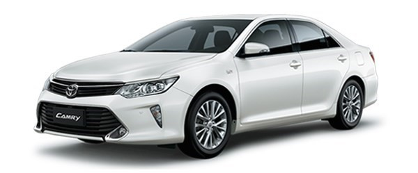 Mẫu Toyota Camry màu trắng