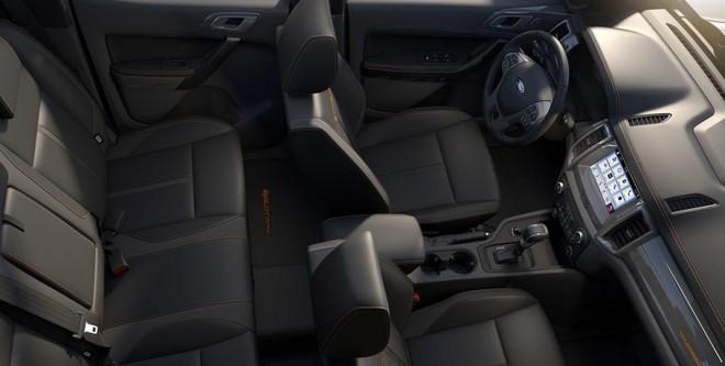Nội thất của Ford Ranger mới có tông màu chủ đạo là màu đen