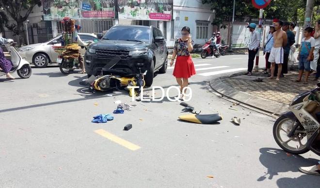 Hiện trường vụ tai nạn giữa SUV hạng sang Range Rover Evoque và xe máy