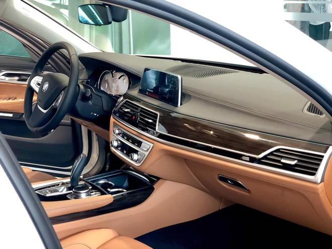 Nội thất bên trong BMW 730Li 2018