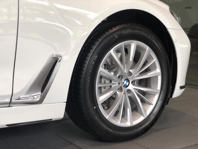 BMW 730Li 2018 dùng vành hợp kim 18 inch