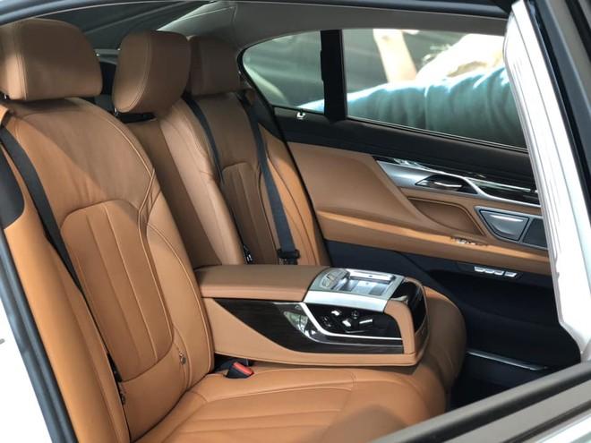 Ghế sau chỉnh điện của BMW 730Li 2018