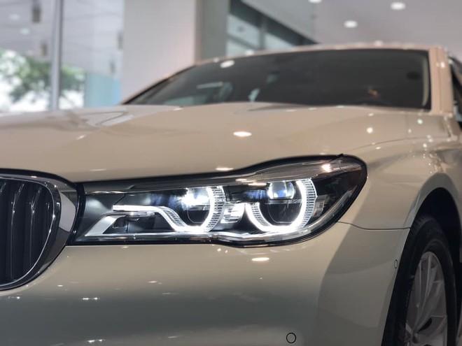 Đèn pha LED của BMW 730Li 2018