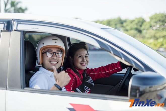Phóng viên Tin Xe trải nghiệm cảm giác đồng hành cùng nữ drifter Leona Chin trong những pha trình diễn của cô.