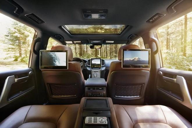 Hệ thống giải trí hàng ghế sau của Toyota Land Cruiser 2019