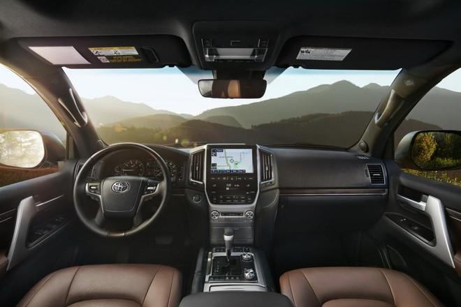 Nội thất bên trong Toyota Land Cruiser 2019