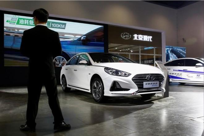 Chiếc Sonata Hybrid nằm trong gian trưng bày của liên doanh giữa Hyundai và BAIC trong triển lãm xe tiết kiệm nhiên liệu và dùng nhiên liệu mới ở thủ đô Bắc Kinh, Trung Quốc, vào hôm 18/10/2018
