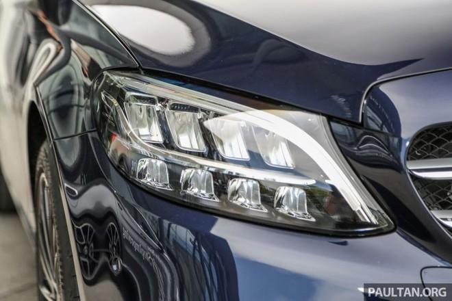 Cận cảnh đèn pha LED hiệu suất cao của Mercedes-Benz C200 Avantgarde 2019