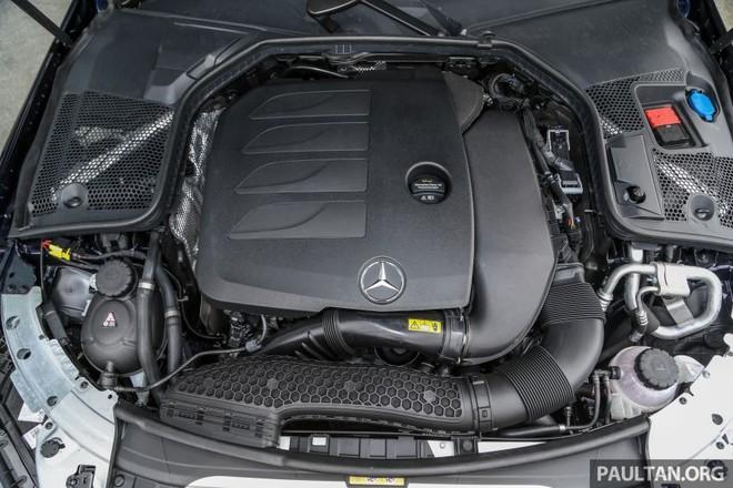Động cơ có sự hỗ trợ của hệ thống EQ Boost trên Mercedes-Benz C200 Avantgarde 2019