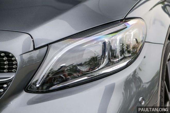 Đây là cụm đèn pha Multibeam LED with Ultra Range của Mercedes-Benz C300 AMG Line 2019