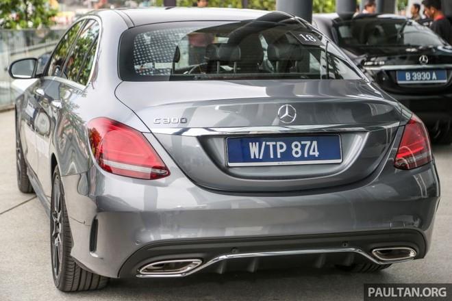 Cả 2 phiên bản lắp ráp tại Malaysia của Mercedes-Benz C-Class 2019 đều được trang bị 2 ống xả đằng sau
