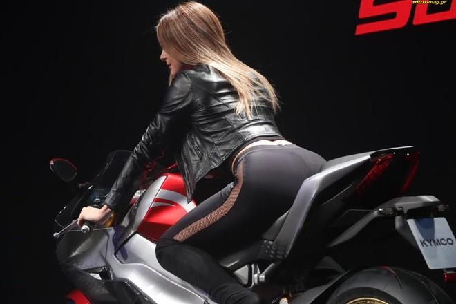 Siêu mô tô điện xuất hiện tuyệt đẹp bên người mẫu tại EICMA