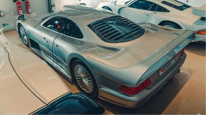 Mercedes-Benz CLK GTR cũng là cái tên thú vị trong garage này